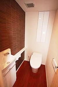 3.手洗い付サイドキャビネットを装備した節水型自動トイレのイメージ