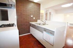 4.奥さまにうれしいアイランドキッチン型システムキッチンのイメージ